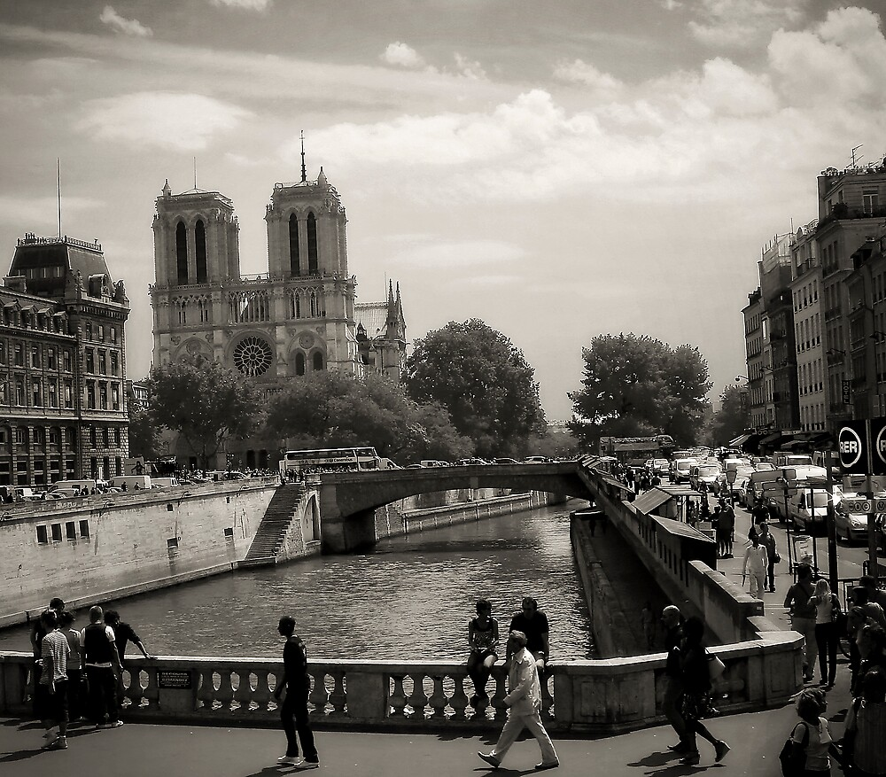 Notre Dame - Paris, 2008 by Jerry Carpenter