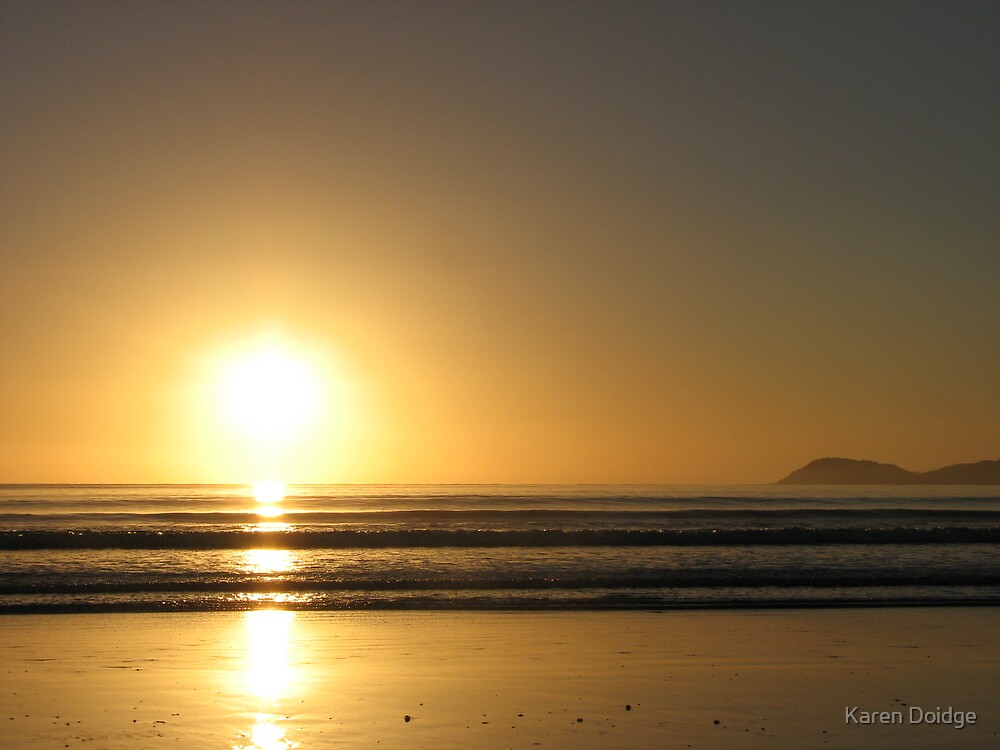 Sunrise, East Coast Northland, New Zealand by Karen Doidge