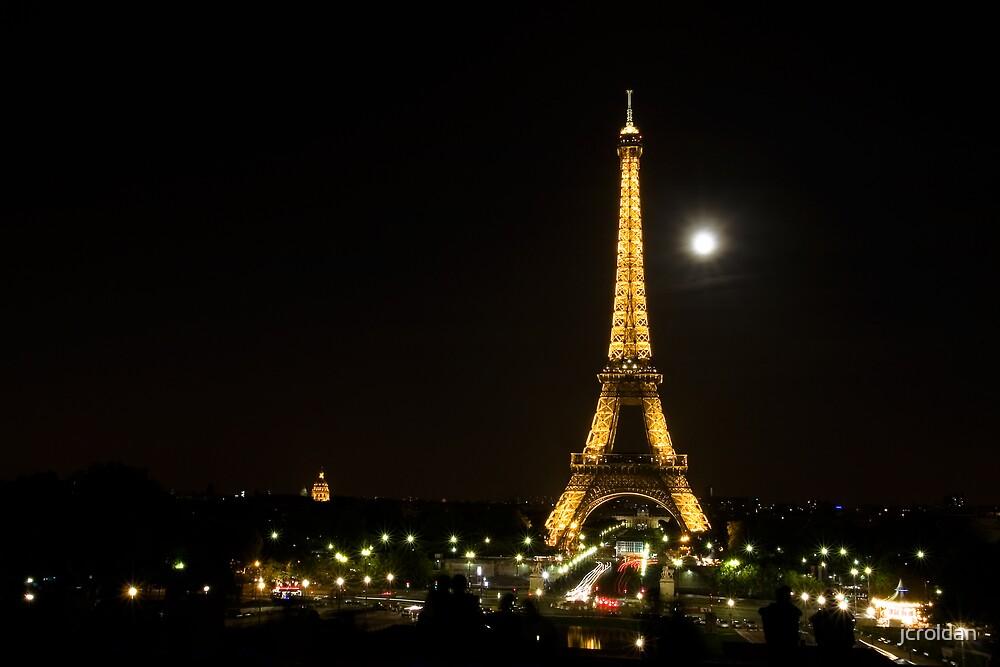 The Moon Over Paris by jcroldan
