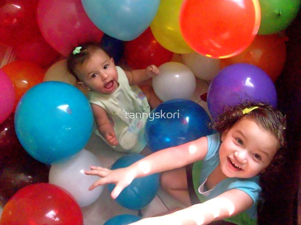 Balloon crazy  by tannyskori