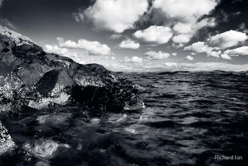 Gigha Rocks by Richard Ion