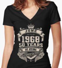 Camiseta entallada de cuello en V Nacido en junio de 1968 - 50 años de ser increíble