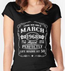Camiseta entallada de cuello redondo Nacido en marzo de 1968, las leyendas nacieron en marzo
