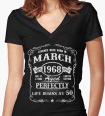 Camiseta entallada de cuello en V Nacido en marzo de 1968, las leyendas nacieron en marzo
