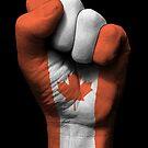 Flagge von Kanada auf einer angehobenen geballten Faust von jeff bartels