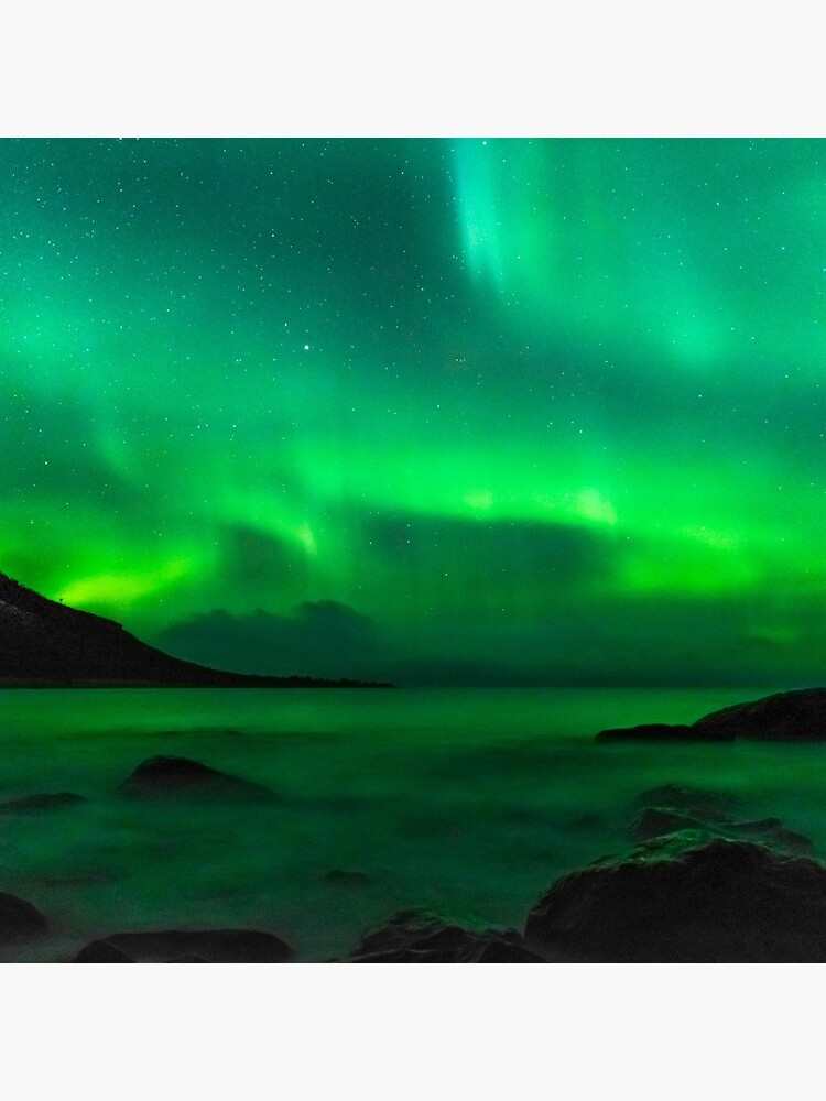 Green northern lights in Iceland by PRODUCTPICS