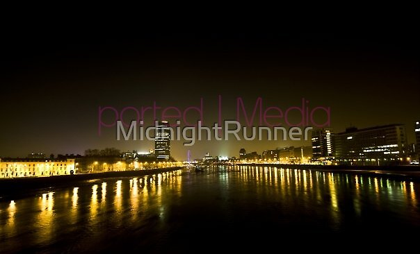 London at Night by MidnightRunner