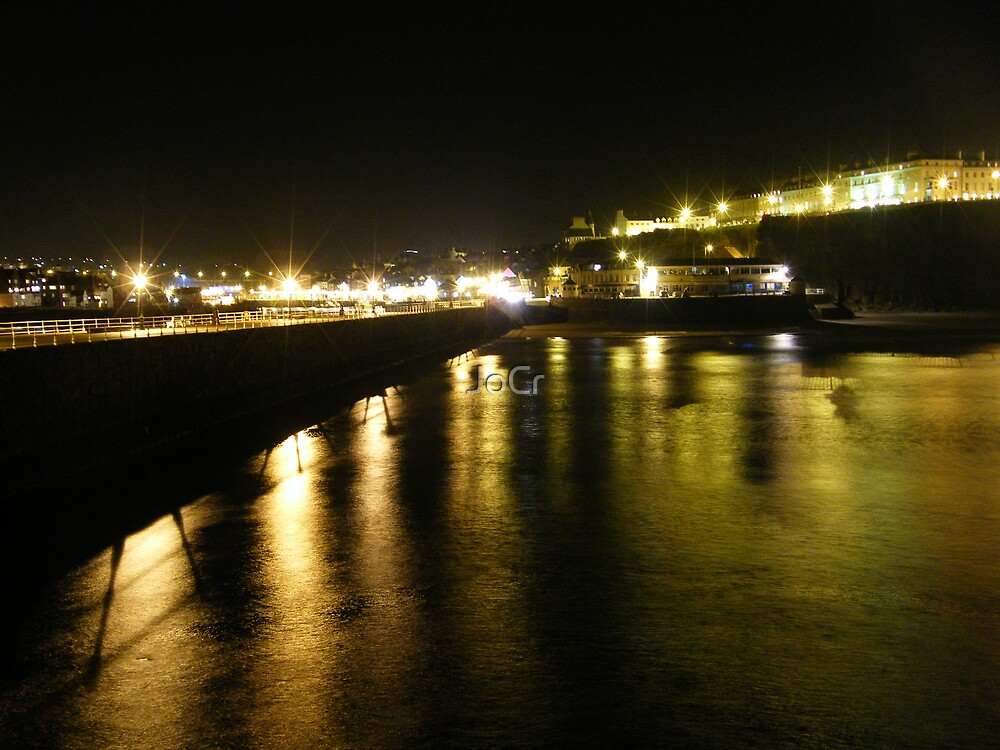 Whitby sea front by JoCr