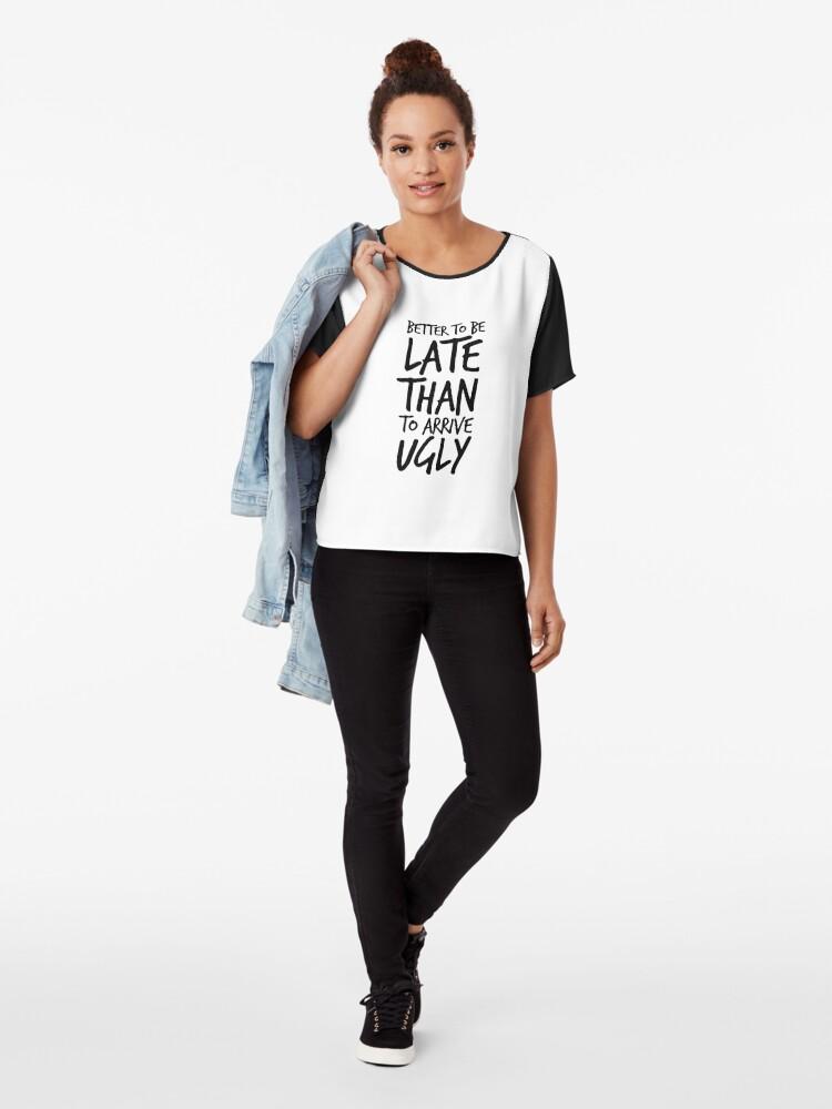 Alternative Ansicht von Besser spät zu sein als hässlich ankommen - Cool & Funny inspirierende Angebot - Geschenk für Frau, Freundin, Mama - Geschenk für sie Chiffon Top
