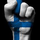 Flagge von Finnland auf einer angehobenen geballten Faust von jeff bartels