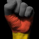 Flagge von Deutschland auf einer angehobenen geballten Faust von jeff bartels