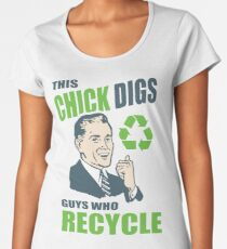 This Chick Digs Guys Who Recycle Premium Scoop T-Shirt