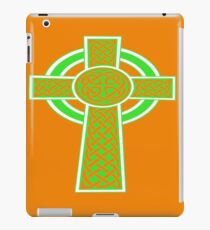 St Patrick's Day Celtic Cross Green and White iPad Case/Skin