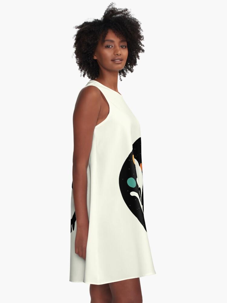 Alternative Ansicht von Mehr Umarmungen Weniger Kämpfe A-Linien Kleid