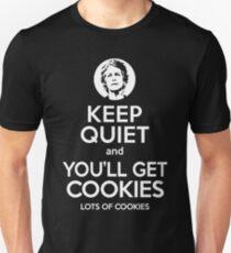 Bleib ruhig und du bekommst Kekse. Viele Kekse. Slim Fit T-Shirt