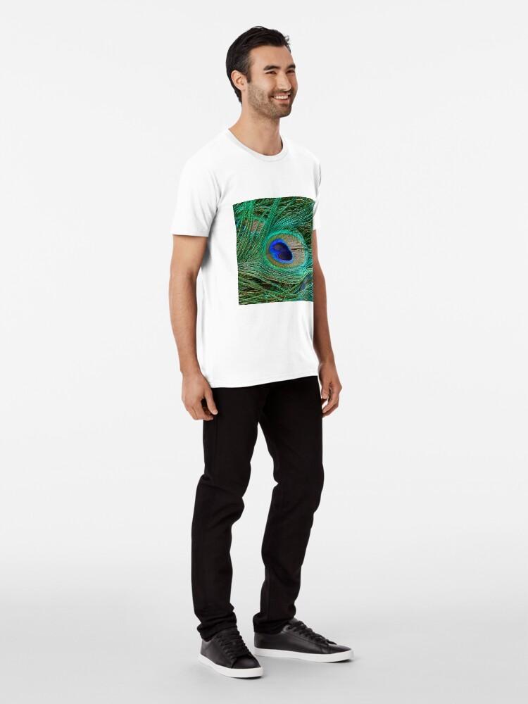 Alternative Ansicht von Indischer blauer Pfau-Federmakro-Druck Premium T-Shirt