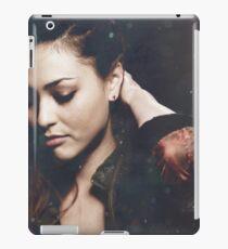 Raven Reyes iPad-Hülle & Klebefolie