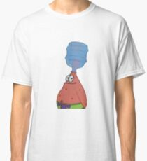 Patrick mit Flasche auf Kopf Classic T-Shirt