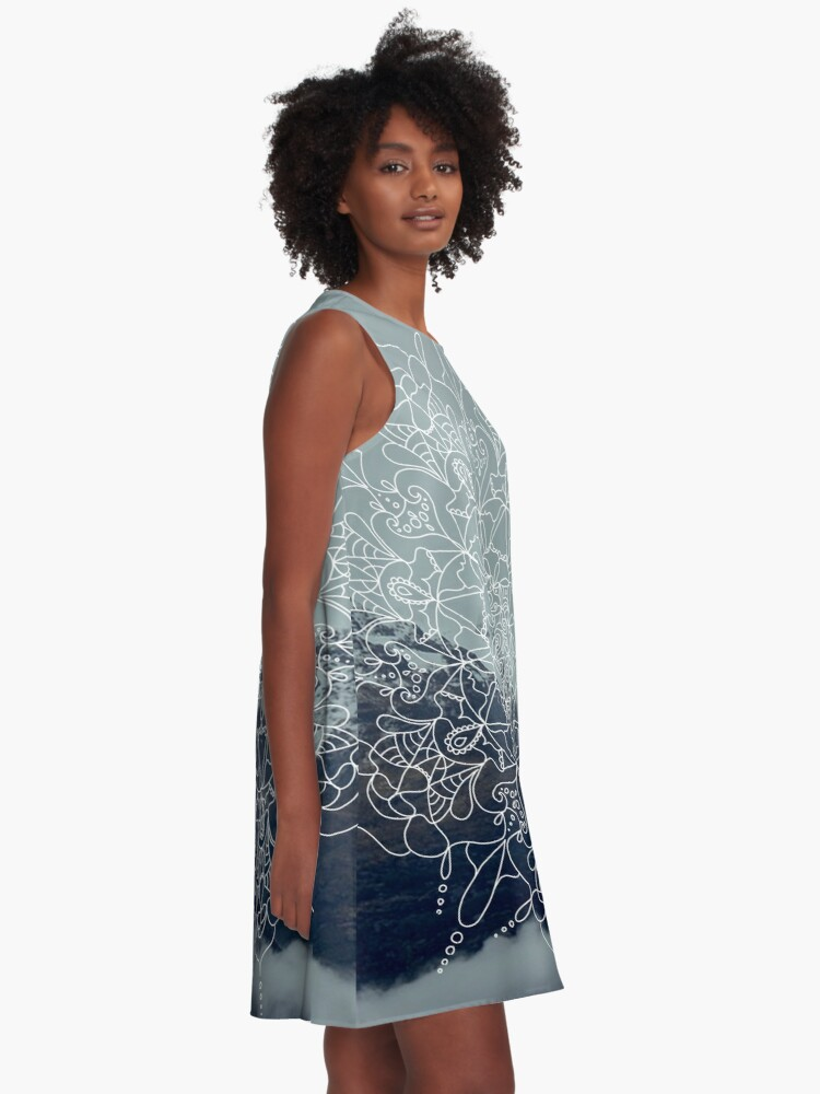 Alternative Ansicht von Berg-Mandala A-Linien Kleid