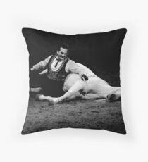 El Caballo Blanco- The bond Throw Pillow