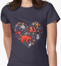 Märchenwald. Fox, Bär, Waschbär, Eulen, Hasen, Blumen und Kräuter auf blauem Grund. Tailliertes T-Shirt