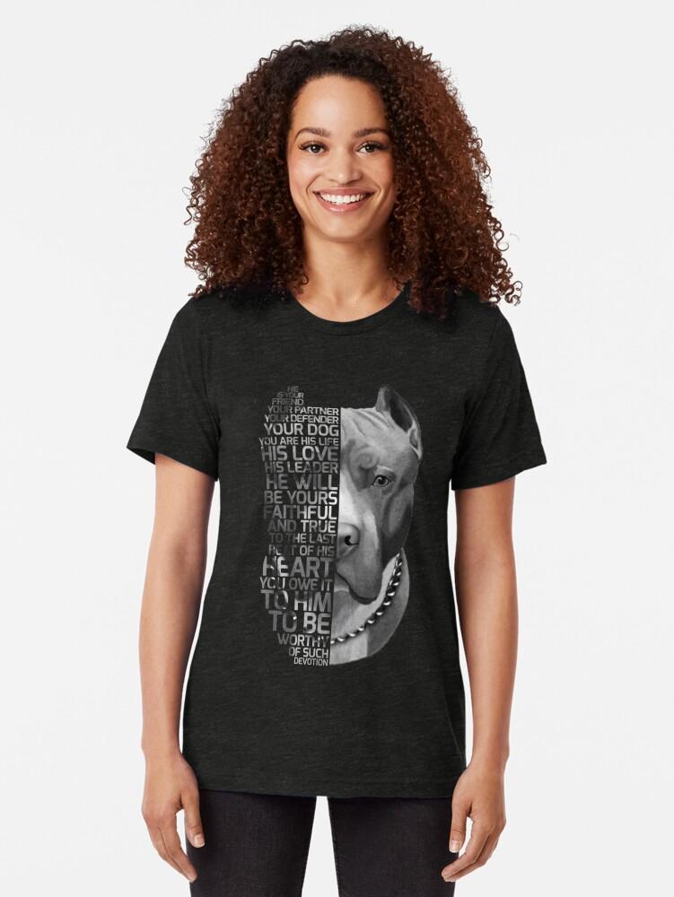 Vista alternativa de Camiseta de tejido mixto Cita del Pitbull, cita del perro, retrato del pitbull, retrato del texto del pitbull, pintura del pitbull, ilustración del pitbull