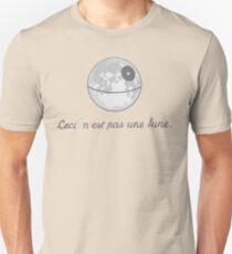 Ceci n'est pas une lune. Unisex T-Shirt