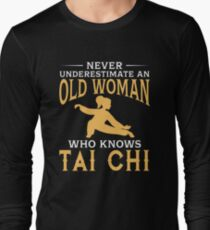 Never Underestimate An Old Woman Who Knows Tai-Chi Long Sleeve T-Shirt