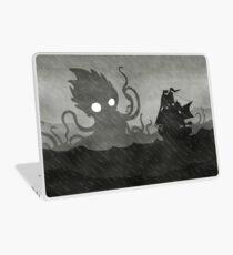Regnerisches Schiff & Kraken Laptop Folie