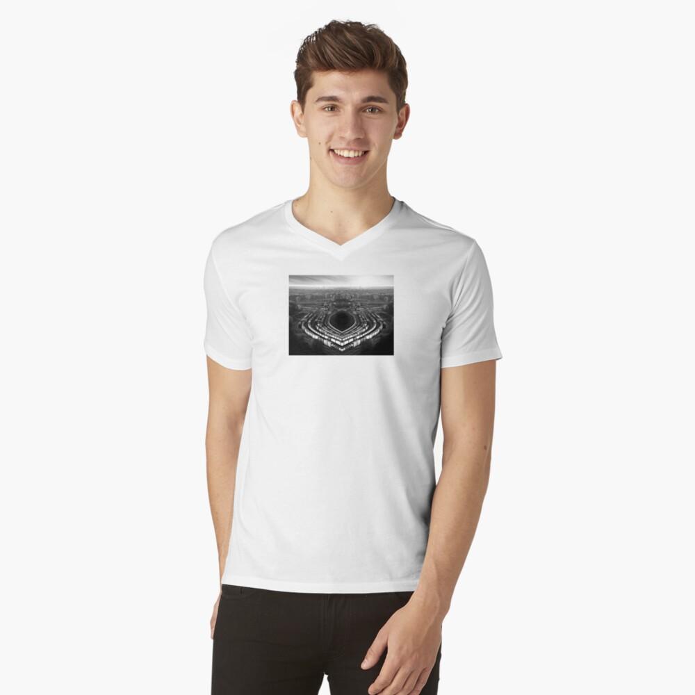 der Arbeitsunfall T-Shirt mit V-Ausschnitt