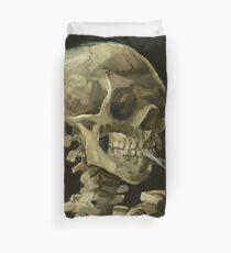 Schädel eines Skeletts mit einer brennenden Zigarette - Vincent Van Gogh Bettbezug