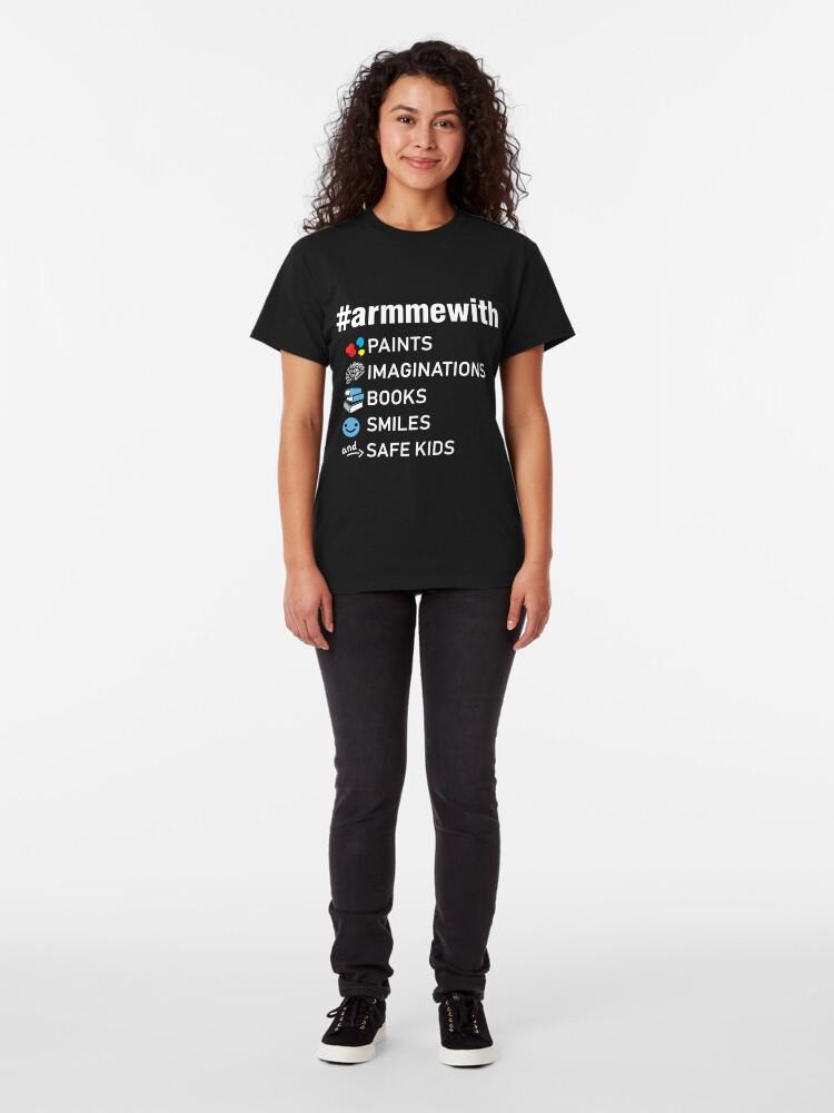 Alternative Ansicht von Waffenkontrolle Lehrer Shirt, Arm mich mit Büchern Classic T-Shirt