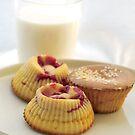 Raspberry muffins by MariaVikerkaar