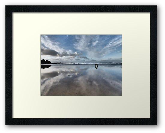 Walk on the beach by Jessox