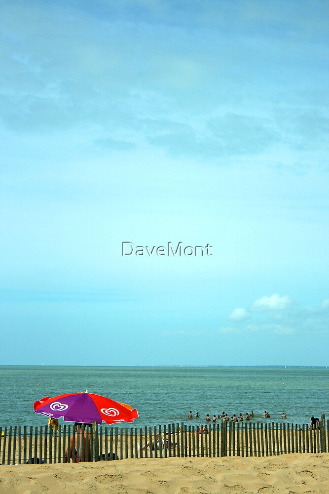 Oh I Do Like To Be Beside The Seaside by DaveMont