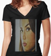 the Look Women's Fitted V-Neck T-Shirt