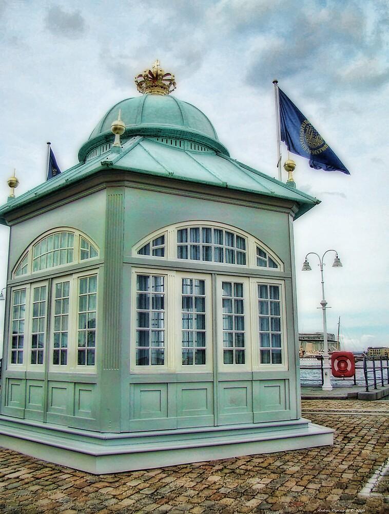 Royal pier  by Andrea Rapisarda