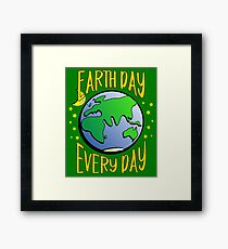 Don't Be Trashy, Save The Earth,  Help End Plastic Pollution. #earthday Framed Print