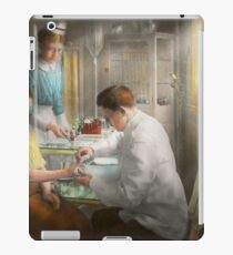 Doctor - Applying first aid - 1917 iPad Case/Skin