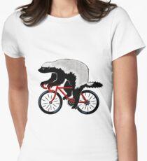 Honig-Dachs auf einem Fahrrad Tailliertes T-Shirt