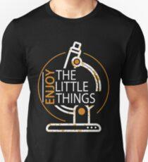 Lustige Mikrobiologie Genießen Sie die Wissenschaft der kleinen Sachen Slim Fit T-Shirt