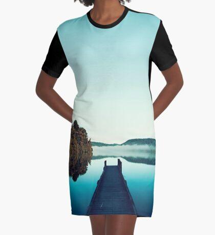 Düsteres Dock T-Shirt Kleid