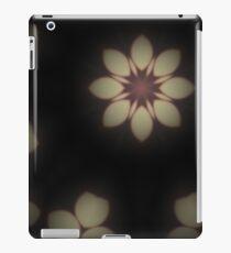 Cream retro flower iPad Case/Skin