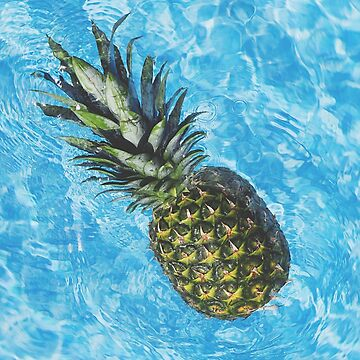 Pineapple in pool by Dimman