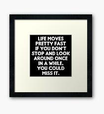 Das Leben bewegt sich ziemlich schnell - Ferris Bueller's Day Off Zitat Gerahmtes Wandbild