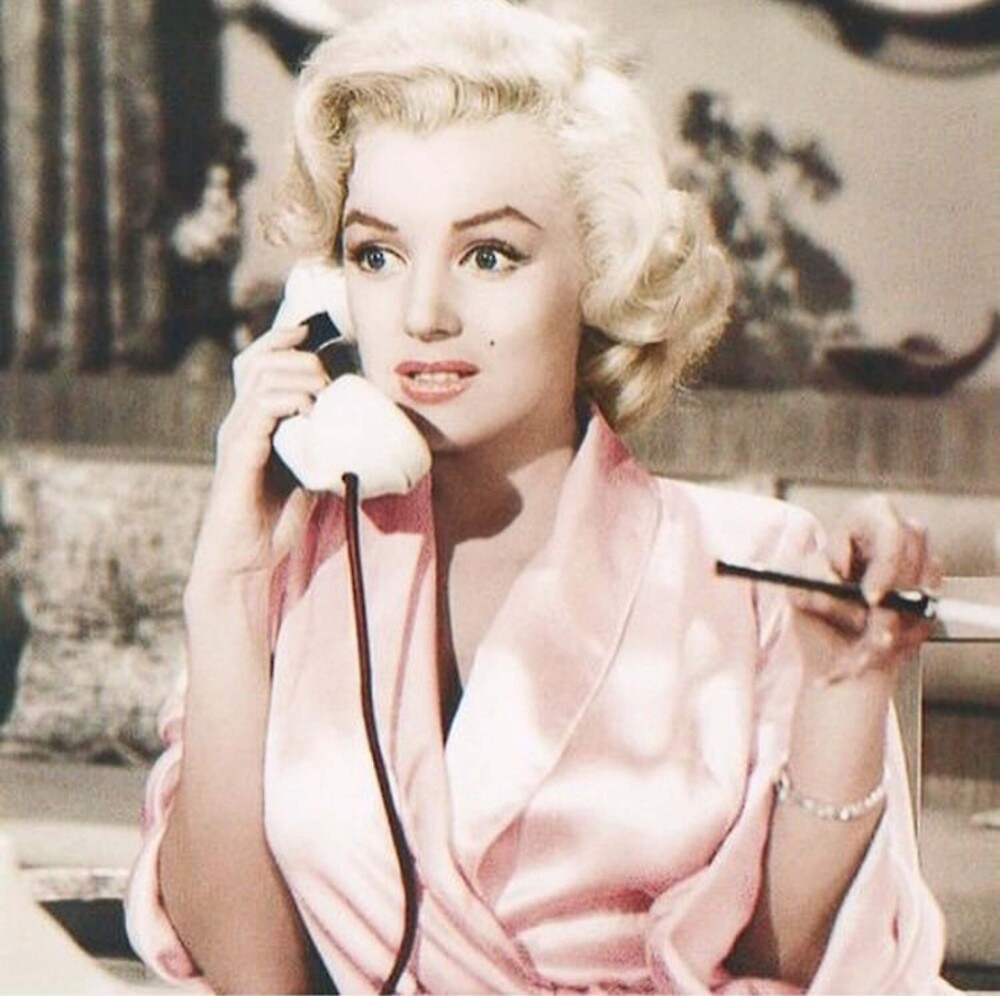 Telephone Marilyn. by crumpetstrumpet