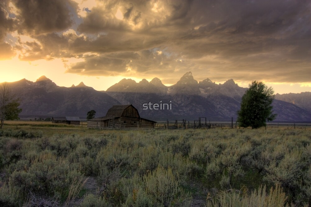 Sunset on Moulton Barn by steini