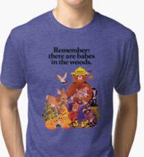 Denken Sie daran, dass es Babes in den Wäldern gibt. Vintage T-Shirt