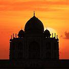 Taj Mahal Sunset. by bulljup