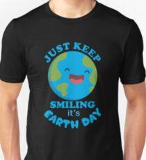 Camiseta unisex Just Keep Smiling It's Earth Day camiseta linda